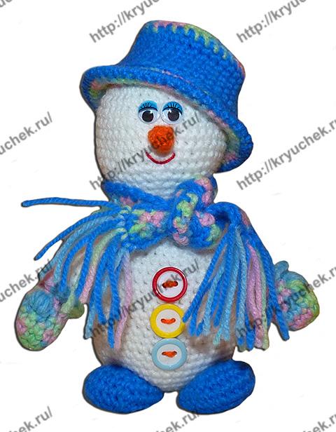 Пример связанной крючком игрушки снеговик