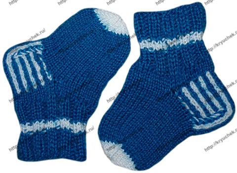 Пример связанных спицами зимних носочек для малышей