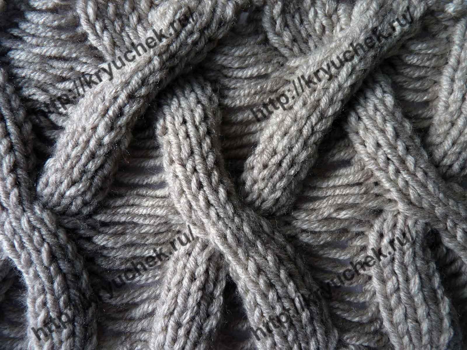 Пример связанного спицами узора «Плетенка» со спущенными петлями