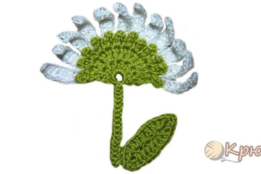 Аппликация «Луговой цветок», связанная крючком