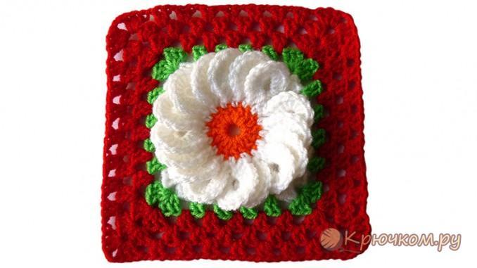 Квадратный мотив с объемным цветком