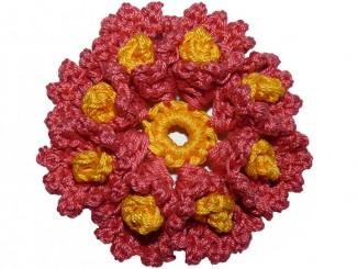 Цветок с завитками в лепестках