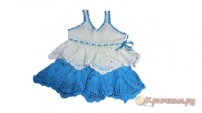 Бело-голубое платье связанное крючком