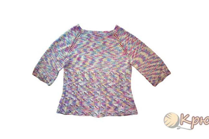 Меланжевый свитер, связанный спицами