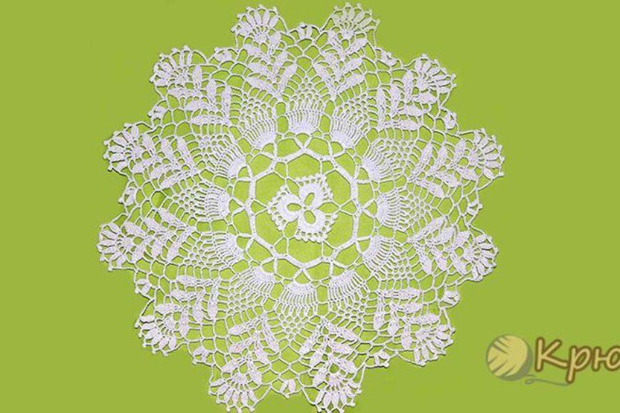 Салфетка с цветочными мотивами крючком