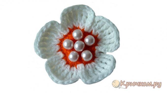 Вяжем простой цветок для шапочки