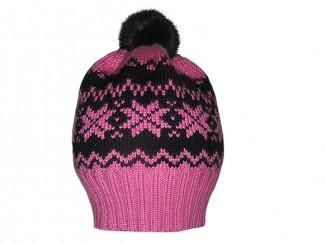 Розовая шапочка с жаккардовым узором «Звездочки» спицами