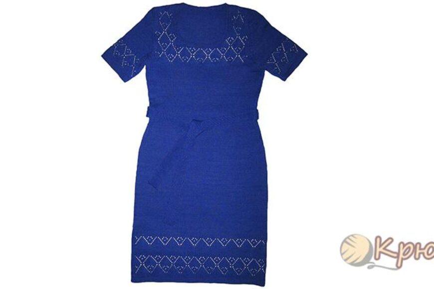 Летнее синее платье с ажурной отделкой спицами