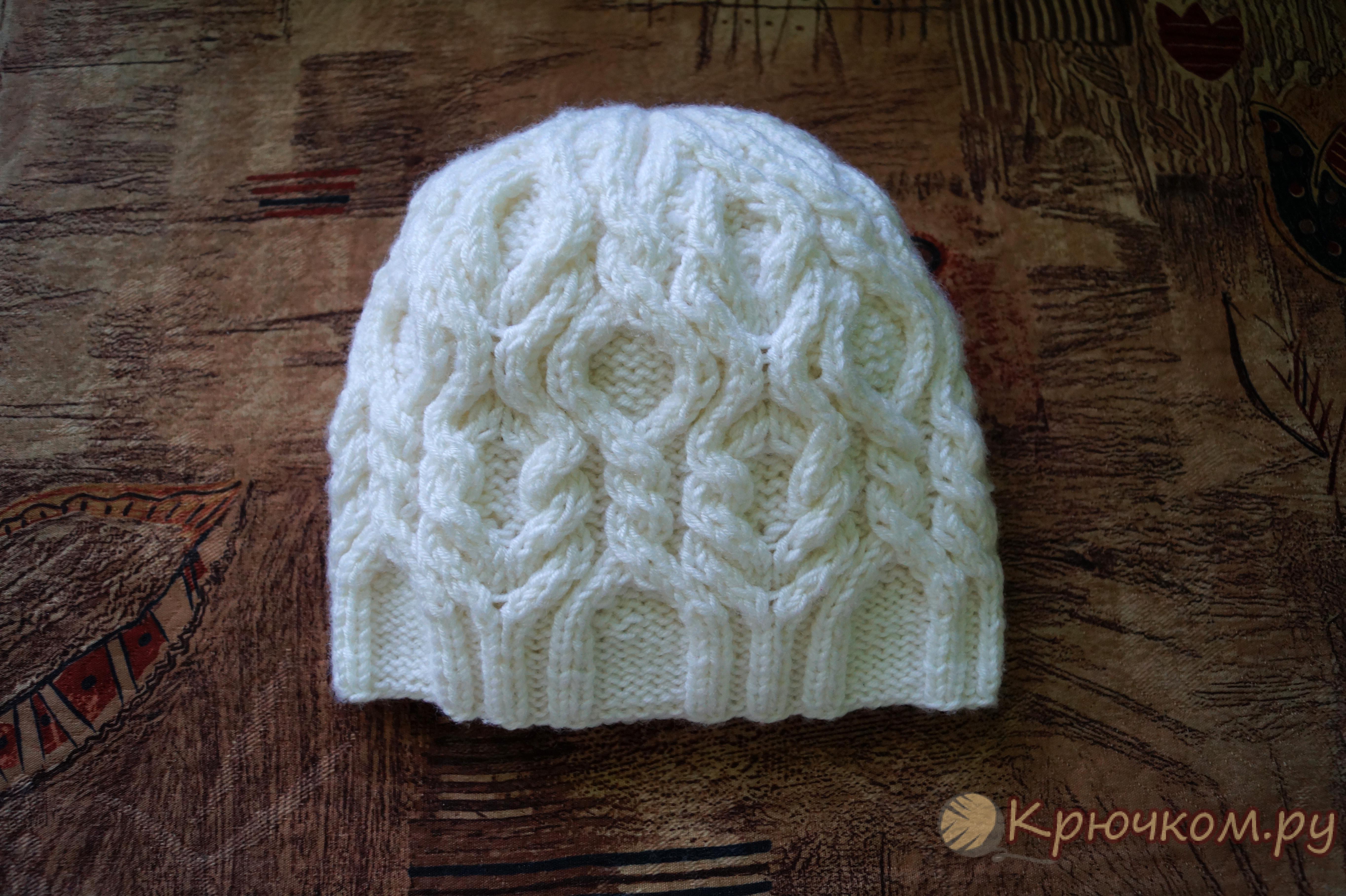 женская шапка спицами схема с косами