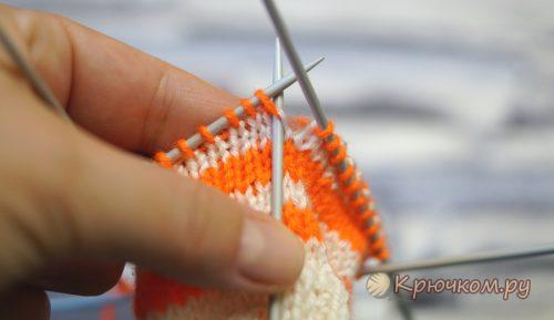 Смена нити при круговом вязании спицами