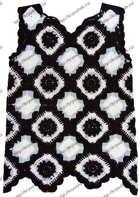 Пример связанного крючком черно-белого женского топа из мотивов