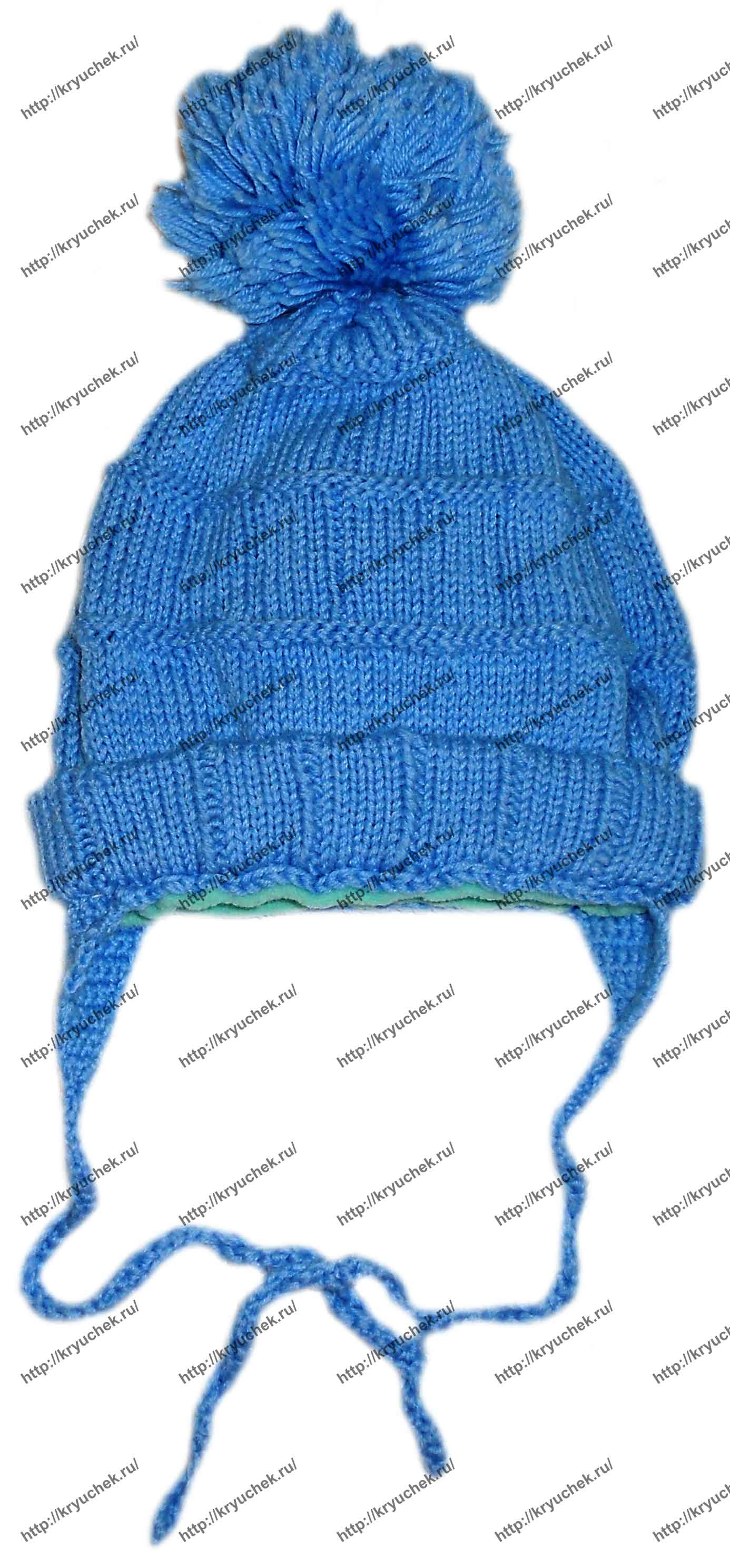 Пример связанной спицами зимней детской шапки с бубончиками и завязками
