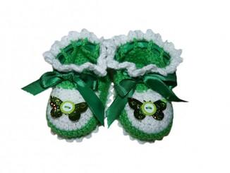 Вяжем зеленые пинетки для малыша крючком